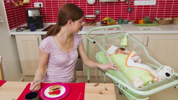 Péče o miminko s novorozeneckou postýlkou MiMi - obrázek