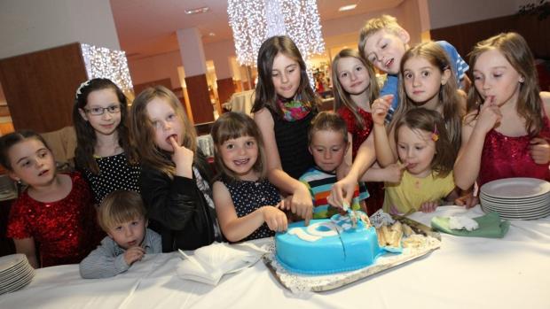 Učitelé a děti z Helen Doron English oslavili v Brně 10. výročí - obrázek