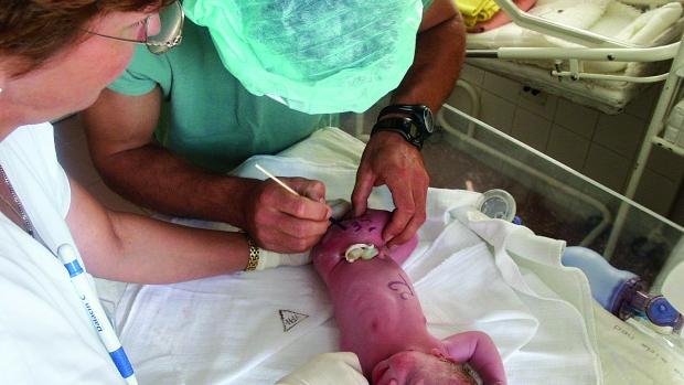 První hodiny a dny po porodu - obrázek