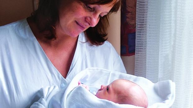 Na co má nárok neprovdaná matka vůči otci dítěte? - obrázek