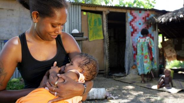 Fidži – Malá Rose žije se svými rodiči a babičkou na předměstí hlavního města Port Vila.