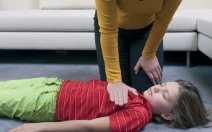 První pomoc při zástavě dýchání - školní věk a starší - obrázek